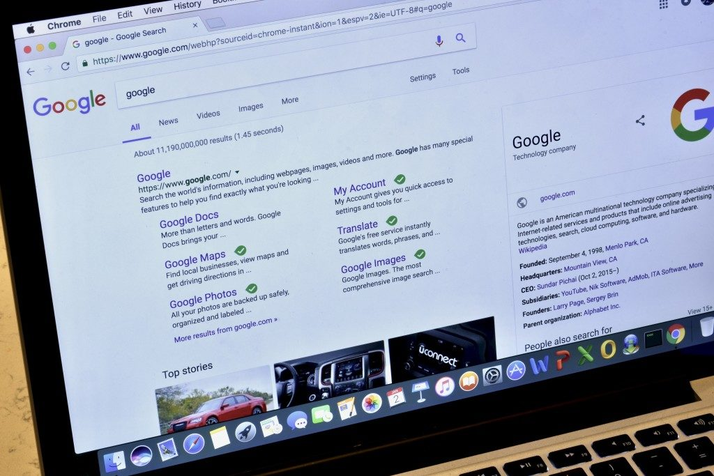 Search engine being shown on a laptop