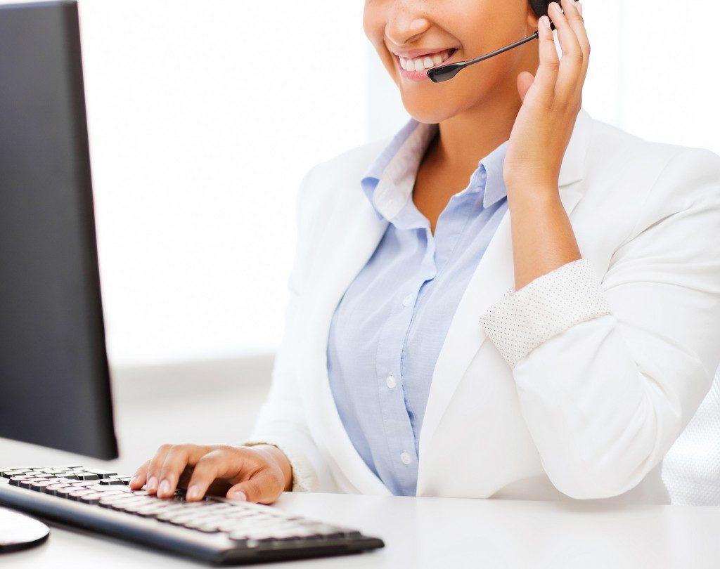 call center employee working